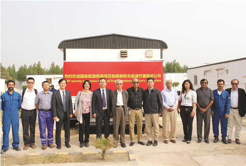 左起第七:国家能源局党组成员、副局长张玉清 / 左起第五:国家能源局国际司副司长顾骏